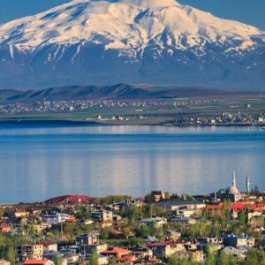 تور صعود به قله آرارات ترکیه و جاذبه های شهر وان