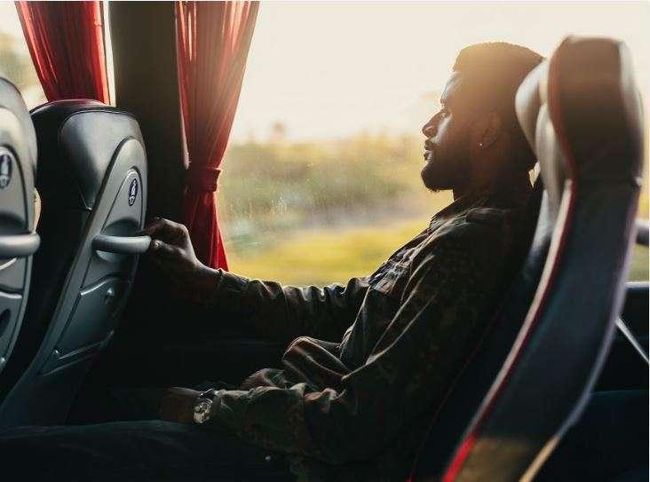 چگونه حین سفر در داخل اتوبوس استراحت کنیم
